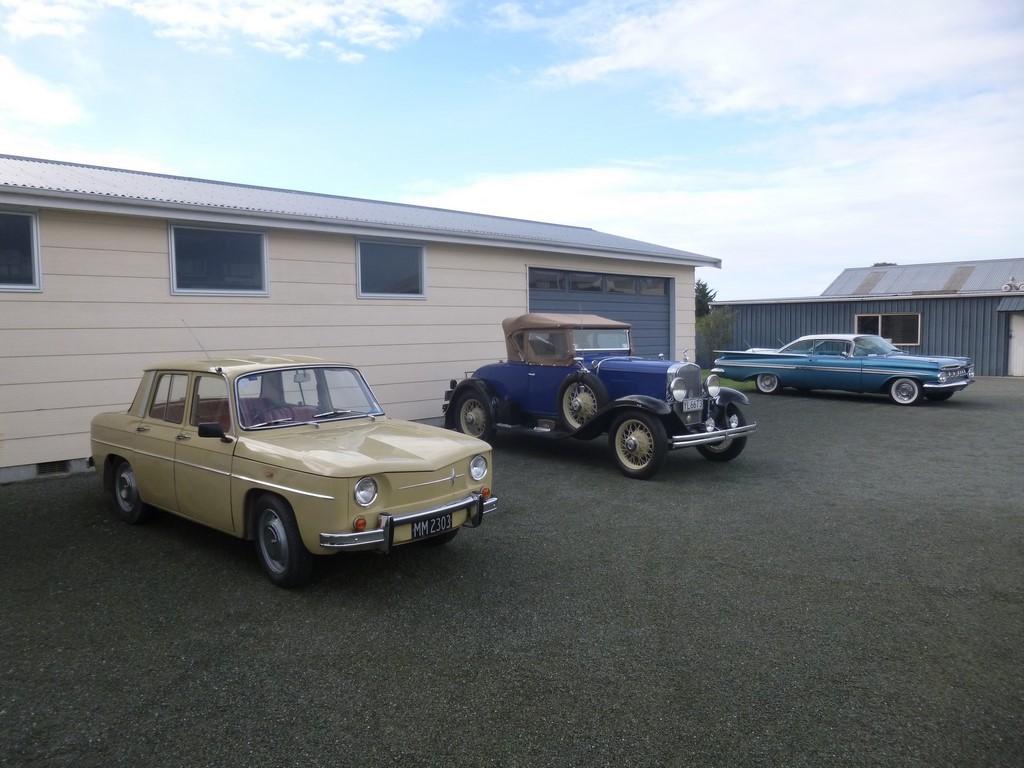1966 Renault 8 – 1930 Chevrolet – 1959 Chevrolet