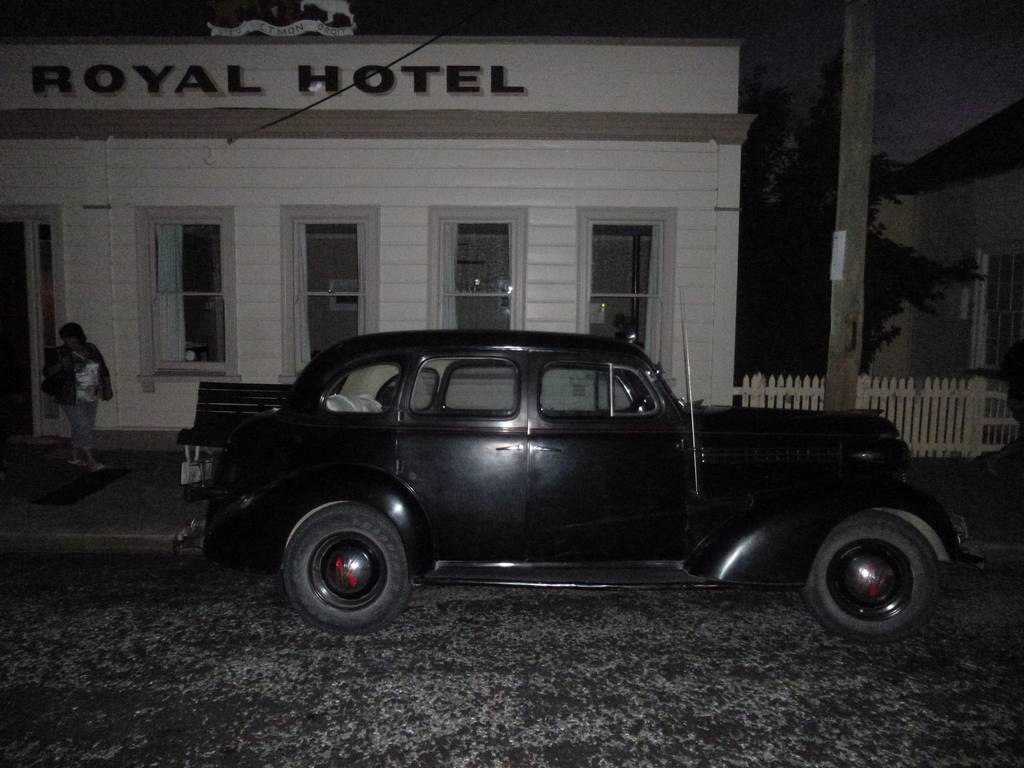 Clive Merry's 1938 Chevrolet at the Royal Hotel, Naseby